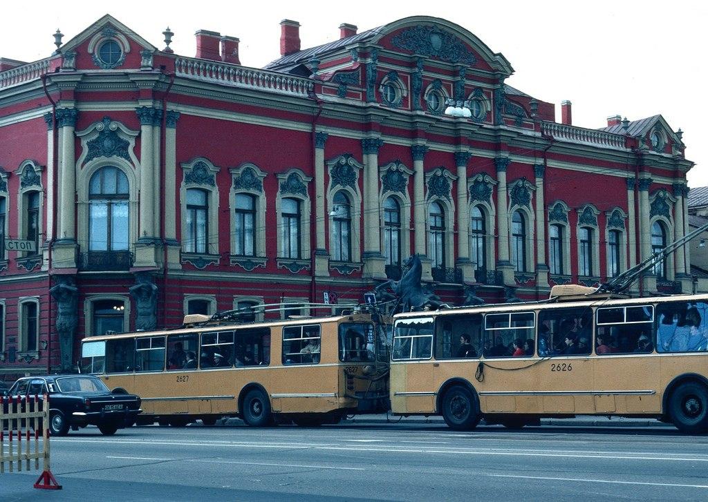 Троллейбус два-в-одном