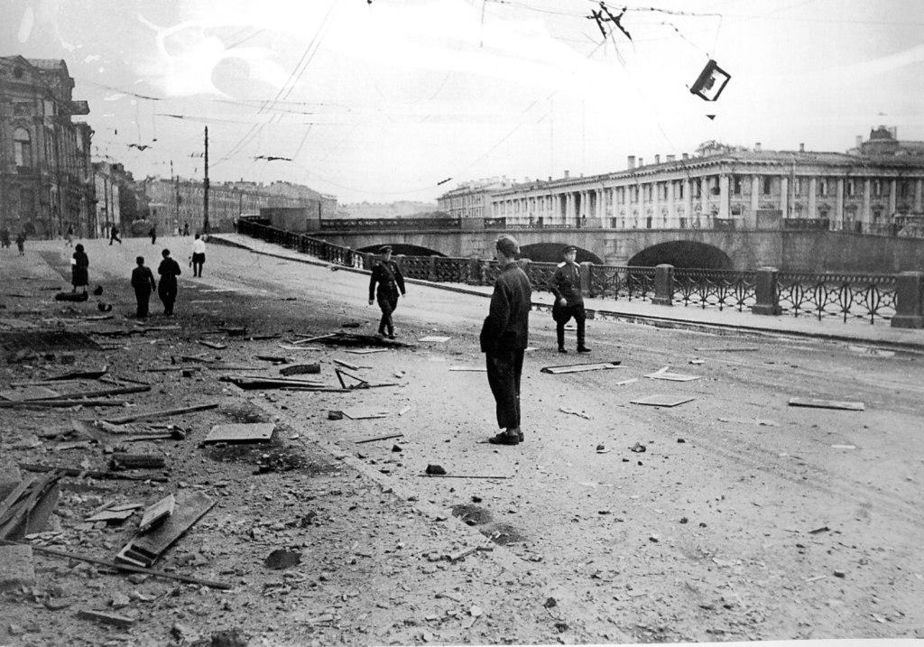 Блокадный Ленинград, Аничков мост