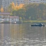По реке плывёт «жигуль» из села Кукуева…