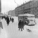 Шел по улице троллейбус