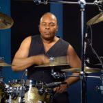 Барабанщик Майкла Джексона Джонатан Моффет играет «Beat It»