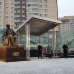 Путин открыл памятник Гранину